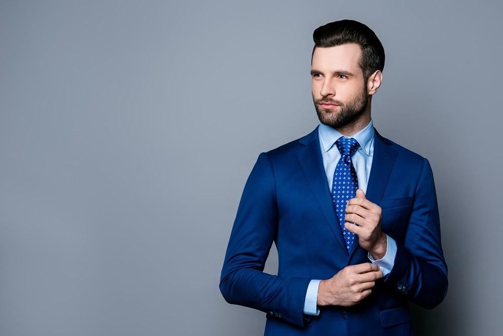 Jaki krawat do niebieskiej koszuli