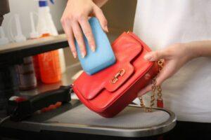 Jak dbać o skórzaną torebkę