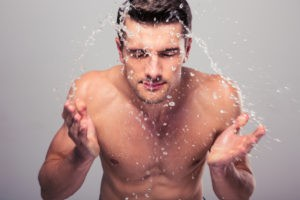 Jakie kosmetyki mężczyzna powinien mieć w łazience?