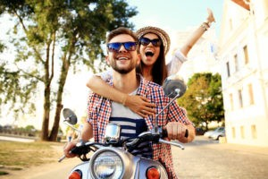 Te 5 akcesoriów musisz zabrać ze sobą na urlop z ukochaną
