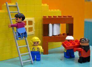 Dlaczego warto podarować dziecku klocki Lego?