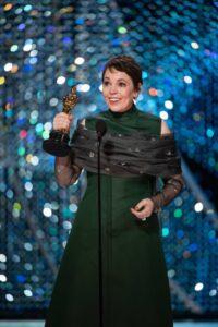 Olivia Colman z Oscarem 2018