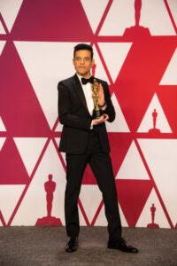 Rami Malek - ze statuetką Oscara
