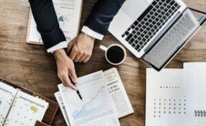 Ceny prądu dla firm – dlaczego są wyższe?