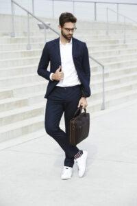 Elegancja na co dzień, czyli jak ubrać się z klasą w stylu smart casual?