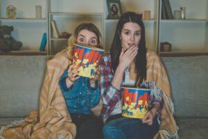 Niezbędnik kinomaniaka – jak zrobić seans filmowy w salonie?