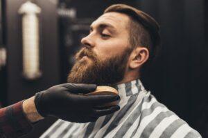 Czy broda wymaga stosowania specjalistycznych kosmetyków?