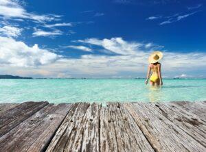 Modne stroje kąpielowe na lato: monokini, tankini, bikini