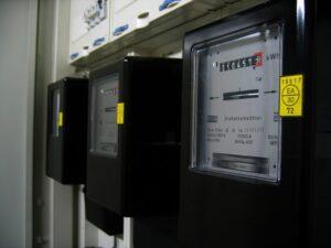 Którą taryfę wybrać, żeby płacić mniej za prąd? Podpowiadamy!