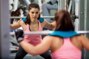 Zaczynasz na siłowni? Jak unikać otarć i kontuzji?