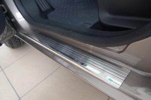 Czy warto zainwestować w nakładki na progi samochodowe zewnętrzne?