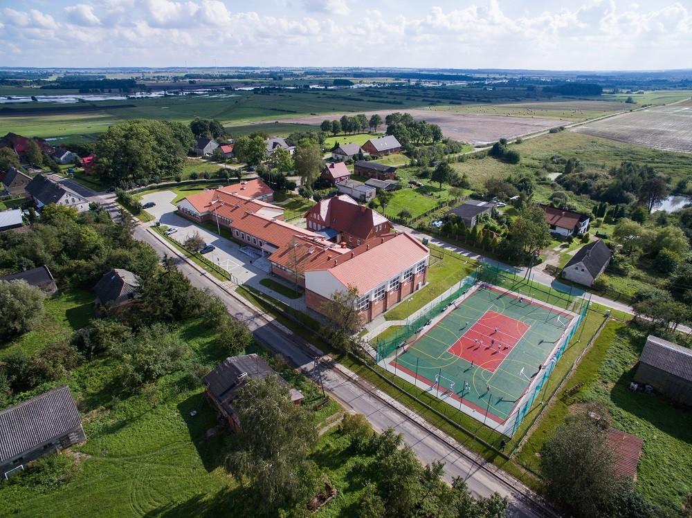 Nowoczesny kompleks szkolny w Gromotach