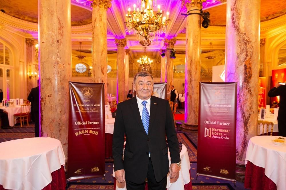 Prezes Jan Chorostkowski odbiera nagrodę Excellence in Quality, Cannes