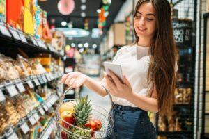 Jak można zapłacić za doładowanie telefonu w sklepie?