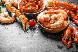 Rak, homar i krewetki – jak przygotować skorupiaki