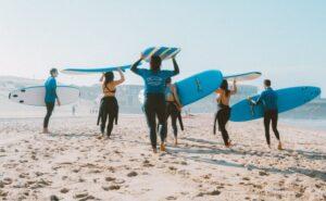 Jak znaleźć dobrą szkołę surfingu?