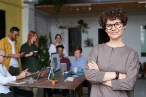 Przywództwo w organizacji. Poznaj najważniejsze czynniki oraz role efektywnego przywódcy