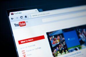 Jak pobrać film z YouTube i czy jest to legalne?