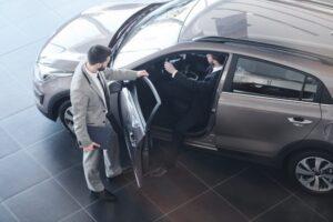 Nowe auto za gotówkę czy na kredyt? Wybierz finansowanie dla siebie