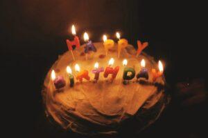 Kartka urodzinowa – jak wybrać odpowiednią dla bliskiej osoby?