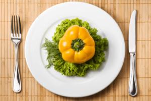 Żywienie osób starszych – jak wdrożyć zbilansowane posiłki?