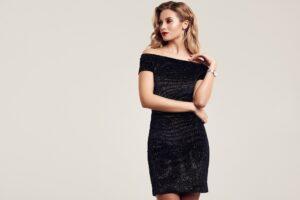 Czarna sukienka na wieczorowe okazje – jak wybrać odpowiednią?