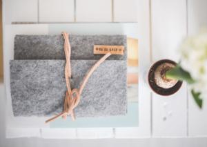 Torebki z filcu – jak o nie dbać?