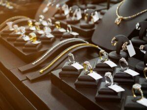 Biżuteria ze złota czy ze srebra – czym się kierować przy wyborze?