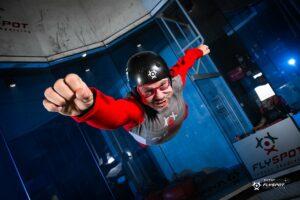 Chcesz profesjonalnie latać w tunelu aerodynamicznym? – Zapisz się na szkolenie indoor skydiving!