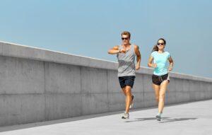 Biegać rano czy wieczorem? Które rozwiązanie zapewni lepszy efekt?