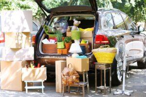 Pakowanie samochodu na wakacyjny wyjazd – jak zrobić to z głową?
