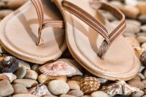 Buty damskie na lato – które warto mieć w swojej szafie?
