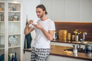 Odzież domowa: jaki materiał zagwarantuje komfort i wygodę?