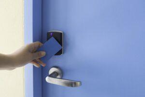 Dlaczego potrzebuję Kontroli dostępu w moim budynku?