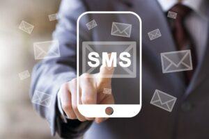 Czym jest usługa SMS API i jakie korzyści się z nią wiążą?